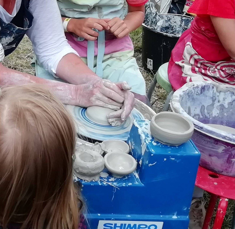 ~Wilt u de oude ambacht pottenbakken op uw festival of markt uitvoeren door uw gasten?
